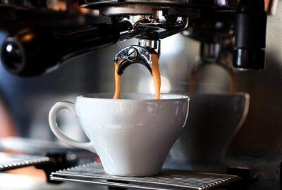 Jak wybrać i gdzie kupić dobrą kawę ziarnistą do ekspresu?